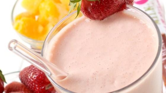 Mango, strawberry and yoghurt smoothie